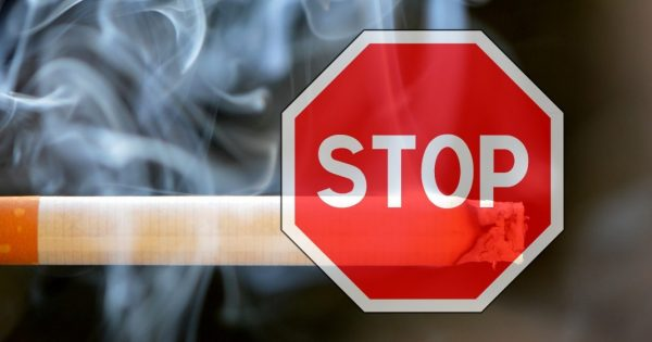 Rauchstopp: Zigarette mit Stoppschild