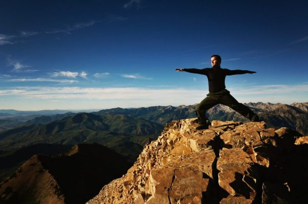 Yoga-Übung Virabhadrasana II - Die Haltung des Kriegers auf dem Berg