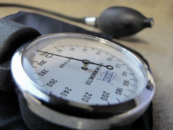 Blutdruckmessgerät bei hoher Blutdruck