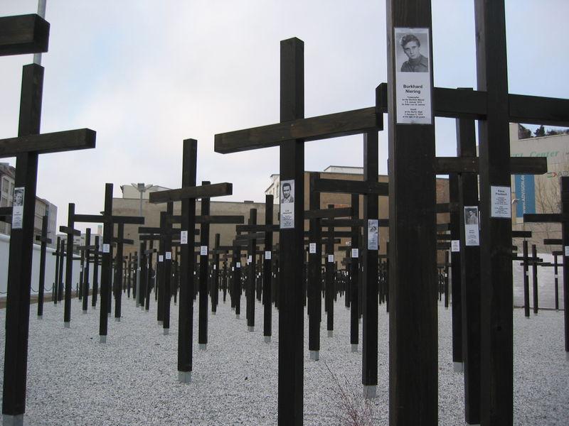 """Denkmal für die Opfer vom """"Shoot-to-kill"""" Befehl an der Berliner Mauer"""