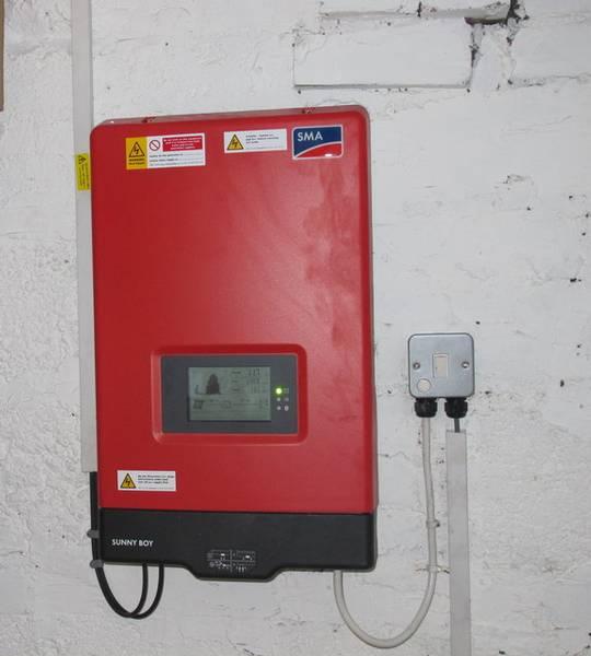 Installation eines Solar-PV-Panel - Inverte