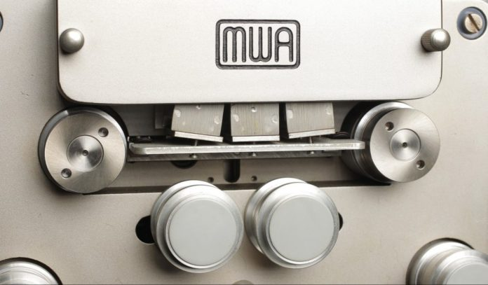 Kassettenrekorder für die Rückwärtssprache Reverse Speech