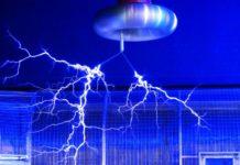 Teslaspule - Starkstromexperiment mit Blitzen von Erfinder Dr. Nikola Tesla