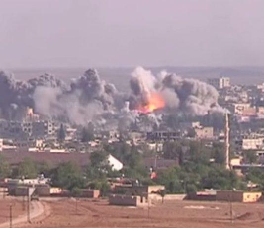 Luftschlag der Anti-IS-Koalition auf eine IS-Position in Kobane am 19. November 2014