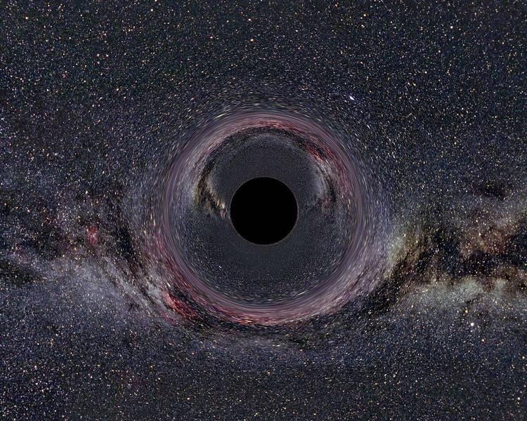 Ein simuliertes Schwarzes Loch von 10 Sonnenmassen vor Milchstraßenhintergrund aus 600km Abstand gesehen.