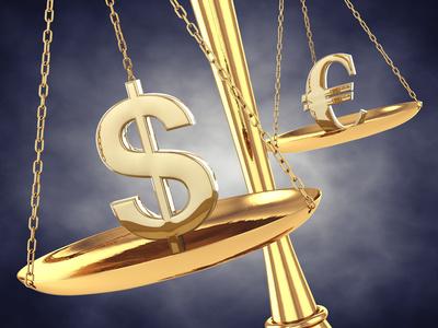 Balkenwaage sinnbildlich für die Bilanz und eine Bankbilanz