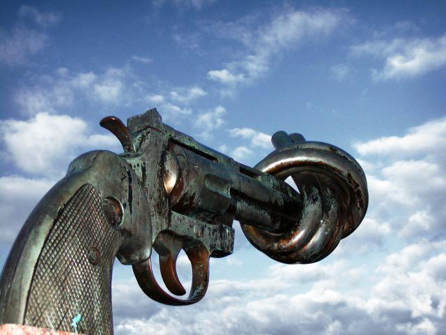 Verknotete Pistole