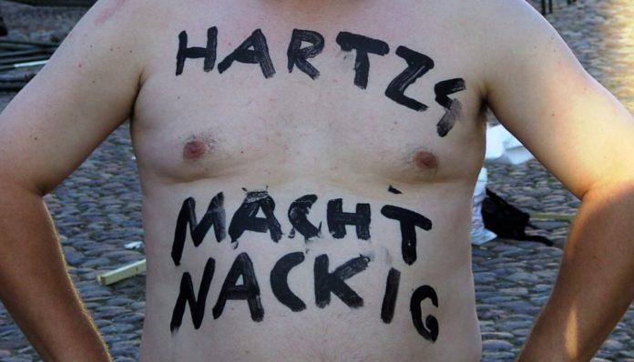 Protestaktion - Hartz IV macht nackig