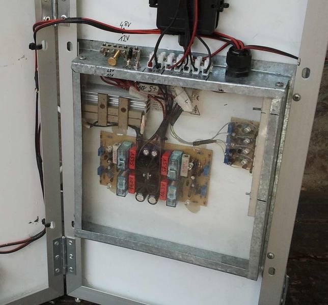 Regler-Kiste mit 12V Ladegerät