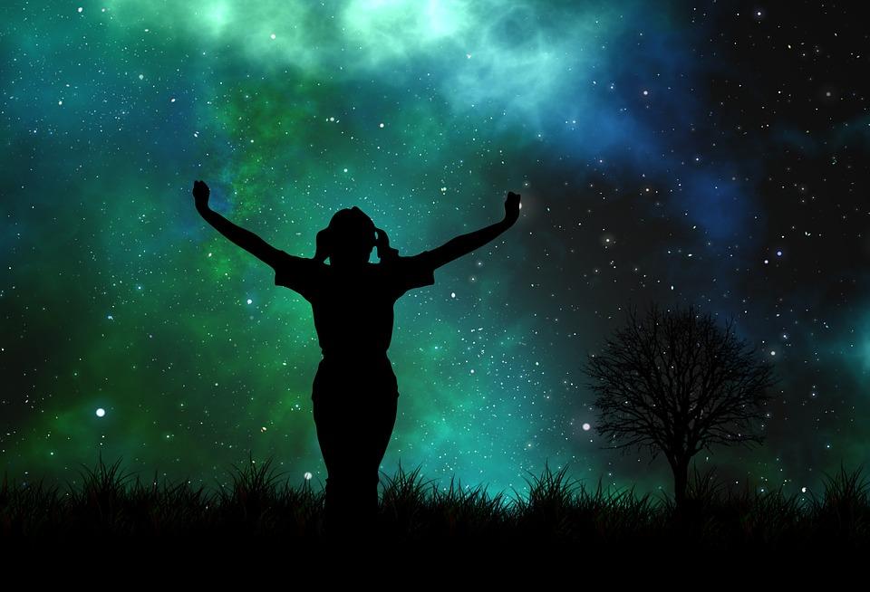 Nachthimmel mit weiblicher Silhouette
