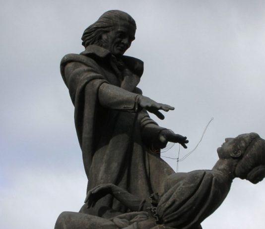 Hypnose einer Frau - Abbé Faria Statue in Panjim, Goa