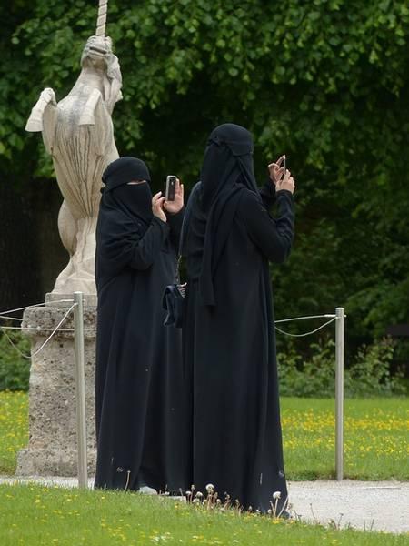 Burka, Islamische Frauen