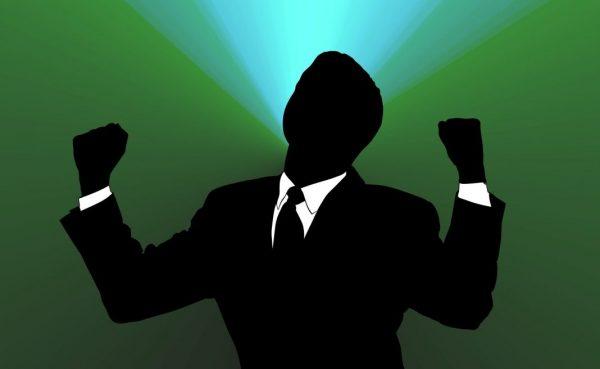 Affirmationen für ein erfolgreiches Leben: Silhouette mit Selbstvertrauen