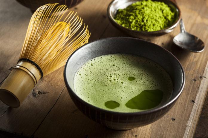 Bio Matcha Tee in einer Teeschale