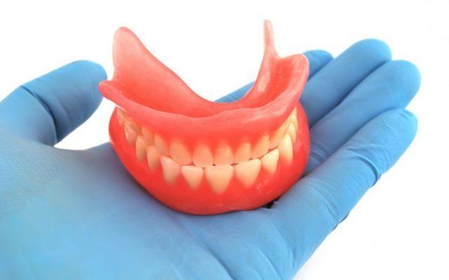 Gesetzliche Kassen sparen. Hochwertiger Zahnersatz nur für wohlhabende Patienten.