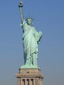 800px-Statue-de-la-liberte-new-york