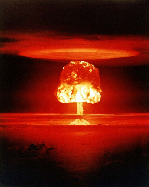 Atombombe beweist Kuppel über der Erde!