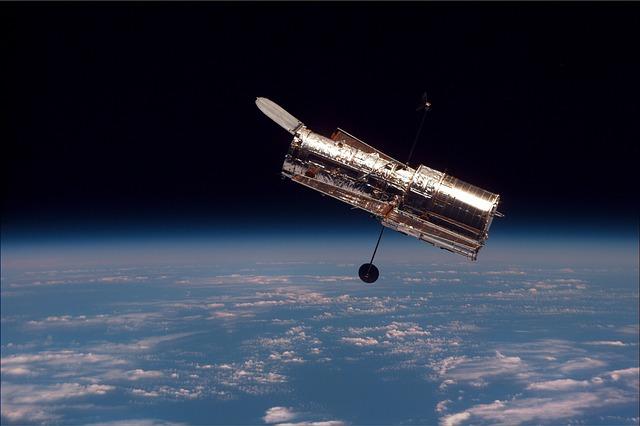 NASA Weltraumteleskop Hubble im Sinkflug