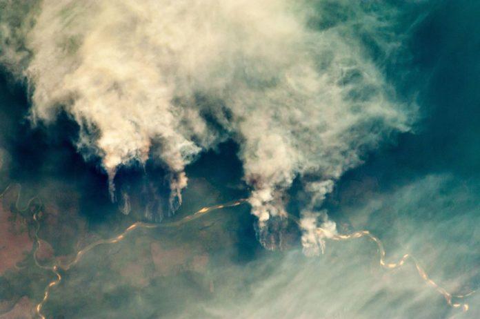 Abholzung in Brasilien - Fires along the Rio Xingu, Brazil