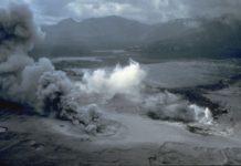 Spirit Lake, Pumice Plain und phreatische Explosionen kurz nach dem Ausbruch des Mounts St. Helens am 18. Mai 1980.