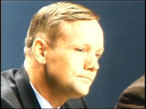 Neil Armstrong bei der Pressekonferenz 1969
