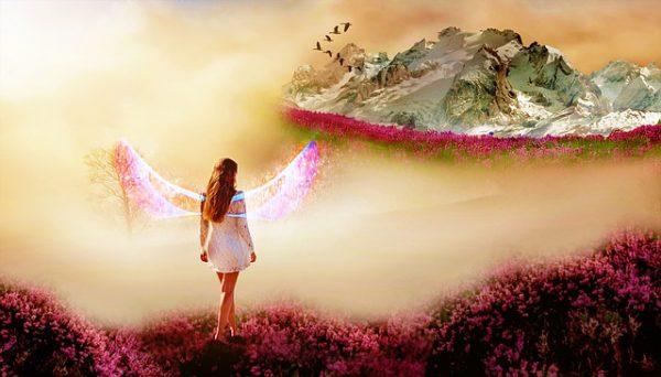 Träumen, über eine Berglandschaft zu fliegen