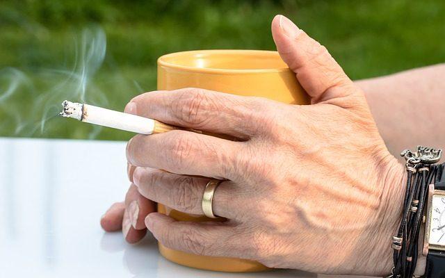 Typische Rauchsituation, Zigarette zum Kaffee