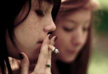 die Tabakabhängigkeit eines jungen Mädchens