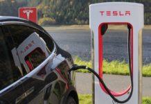 Tesla Auto Model X beim Auffladen
