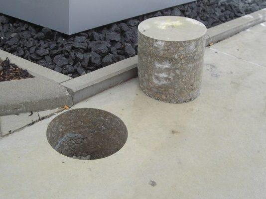 300 mm Kernbohrung in Betonboden für Betonpoller