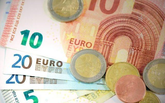 Euro, Geld für Mikrokredite