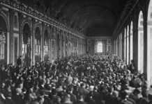 Treaty_of_Versailles_Signing,_Hall_of_Mirrors