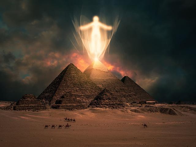 Pyramiden in Ägypten mit Erleuchtung