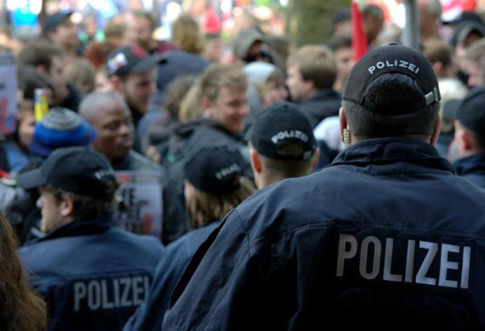 Demonstration mit Polizei in Hamburg